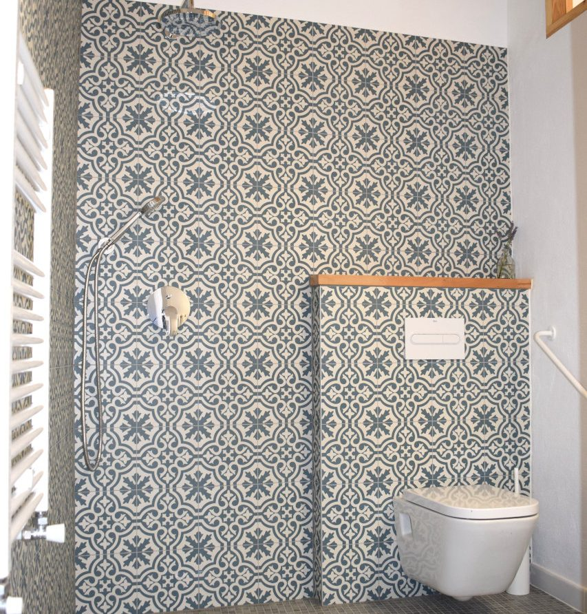 bathroom overview wetroom with Moorish tiles